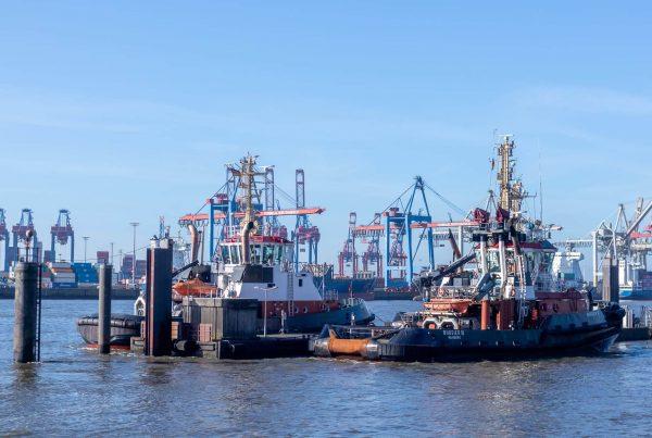 Lotsen im Hafen Övelgönne